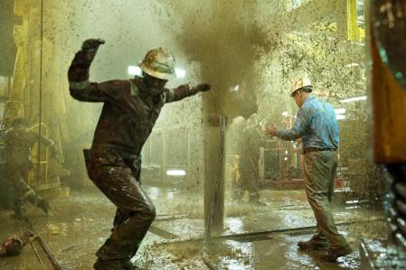 Die Katastrophe nimmt ihren Anfang: Bohrschlamm schießt unkontrolliert an die Oberfläche