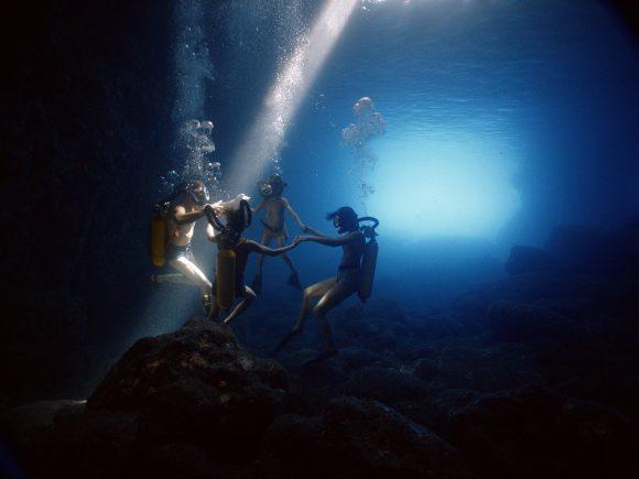 09_familie-cousteau-unter-wasser_dcm