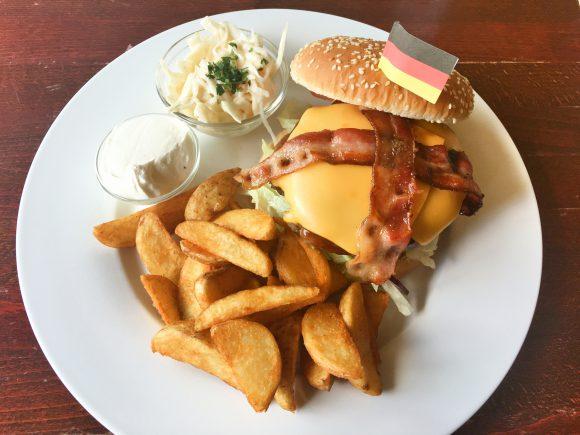 Spandau: Burger in der Bowling Arena