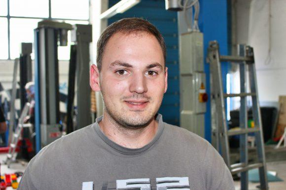 Falkensee Auto-Thema: Alexander Stepputat behebt Elektronik-Macken