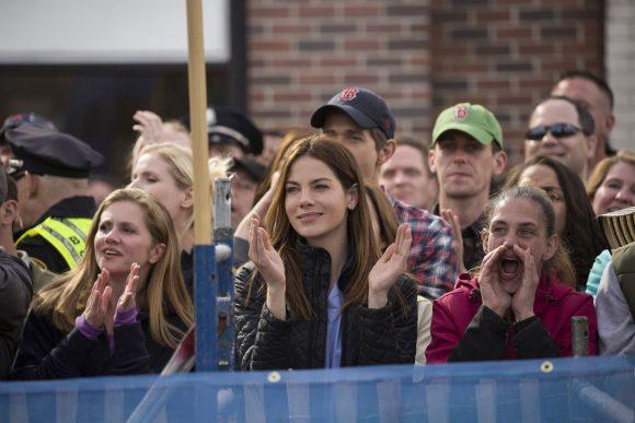 Mitten unter den Zuschauern erwartet auch Carol Saunders (Michelle Monaghan) den Zieleinlauf der Marathonläufer.