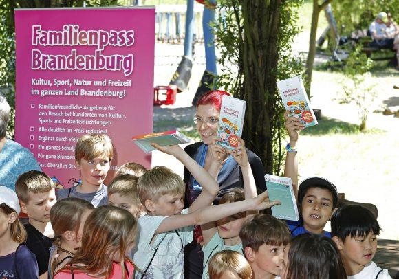 Neuer Familienpass Brandenburg erschienen: Rabatte für 549 Freizeitangebote