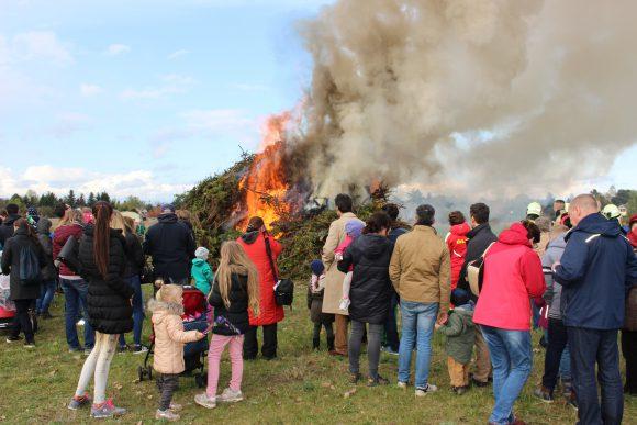 Falkensee & Dallgow-Döberitz: Das Osterfeuer brennt
