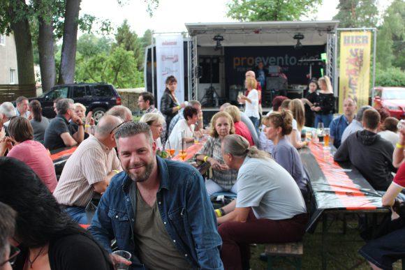Feiern in Falkensee: Bei SchrÄÄdecke zu Besuch