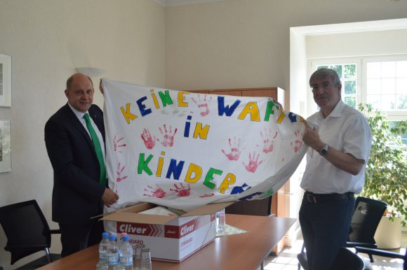 """Falkensee: """"Rote Hände"""" wandern vom Bürgermeister zum Landrat"""