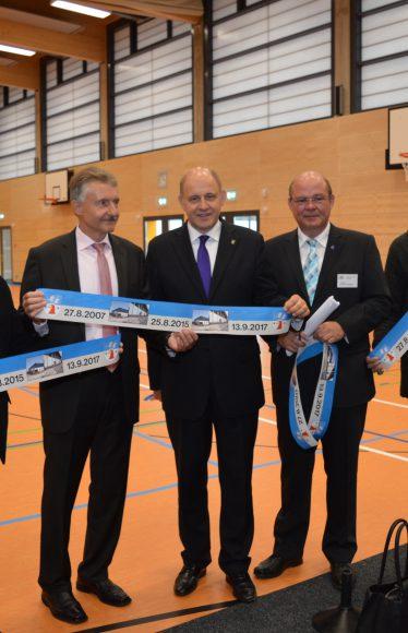 Wiederaufgebaute Sporthalle – Innenminister Schröter erinnert an Brandschlag und würdigt Nauener Bürger