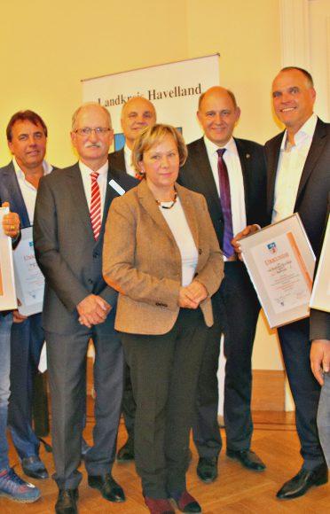 Havelland: Landrat verleiht Wirtschaftsförderpreis und Jugendförderpreis