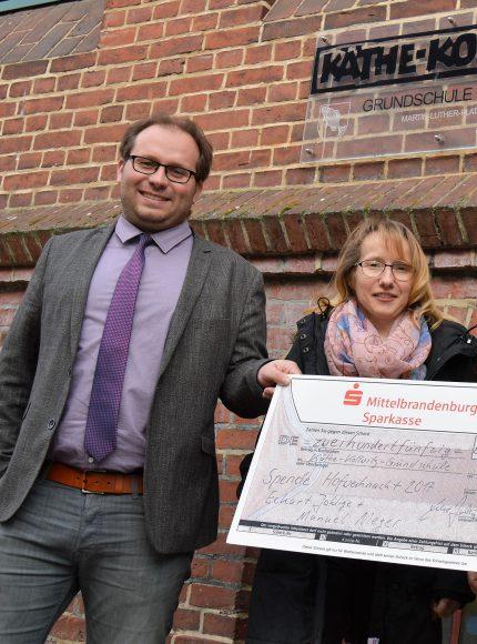 Käthe-Kollwitz-Grundschule in Nauen freut sich über Spendenscheck