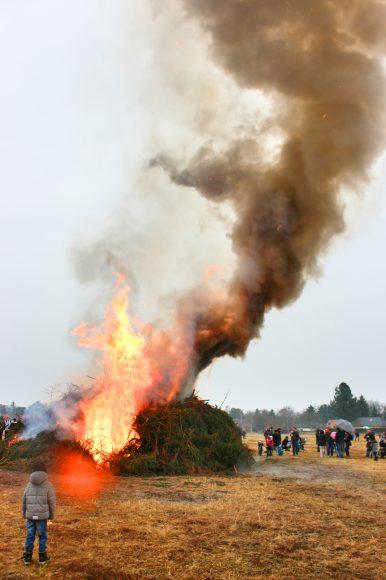 Falkensee: Das Osterfeuer brennt!