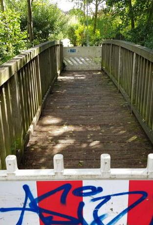 Brieselang: Zahlreiche Bänke instandgesetzt, Brücke gesperrt