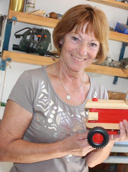 Hannelore Thielke in Falkensee: Spielzeug aus Holz