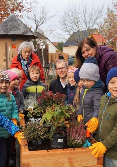 Zukunft Stadt & Natur: Zwei PflanzenWelten-Kita-Hochbeete für den Kreativitätskindergarten Falkensee