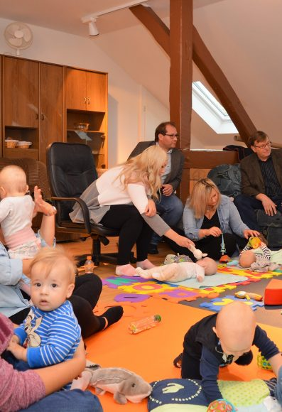 Dorfgemeinschaftshaus in Nauen – Groß Behnitz: Eltern-Kind-Gruppe mit großem Zulauf