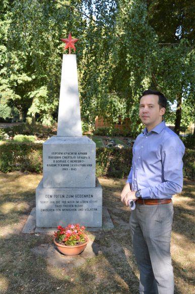 Reservisten pflegen Kriegsgräber in Nauen