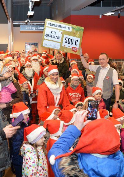 Nauen: Weihnachtsmannversammlung für den guten Zweck