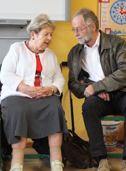 Zeitzeugin in der Falkenseer Geschwister-Scholl-Grundschule: Gegen das Vergessen