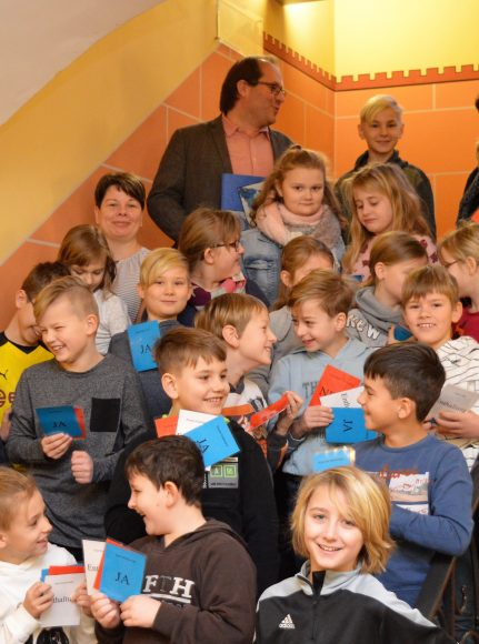 Junge Bürger zu Besuch im Rathaus – Schulkinder befragen Nauens Bürgermeister