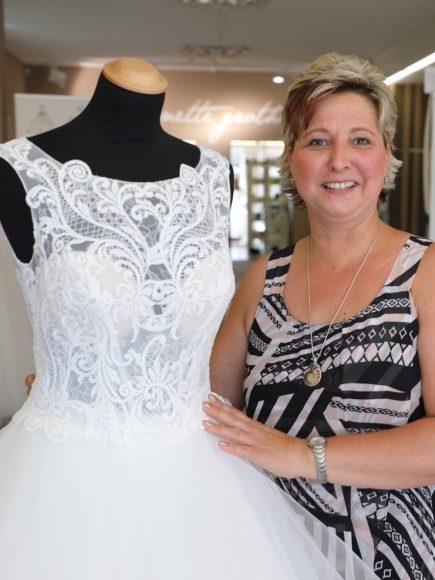 Schönwalde-Glien: Annette Grothe hilft, das perfekte Hochzeitskleid zu finden!