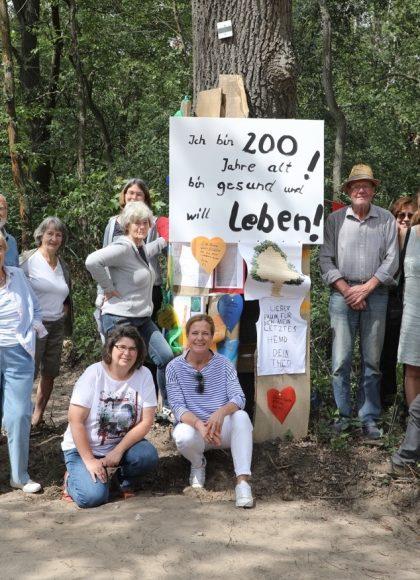 Wenn Eichen in Falkensee fallen: Die Anwohner im  Niederneuendorfer Weg demonstrieren!