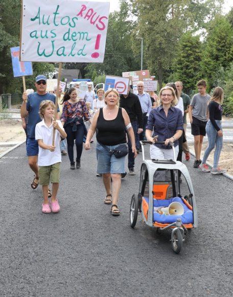 Illegale Abkürzung durch den Wald: Falkenseer Bürger demonstrieren