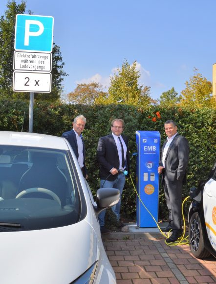 EMB nimmt Elektro-Ladesäule in Nauen in Betrieb