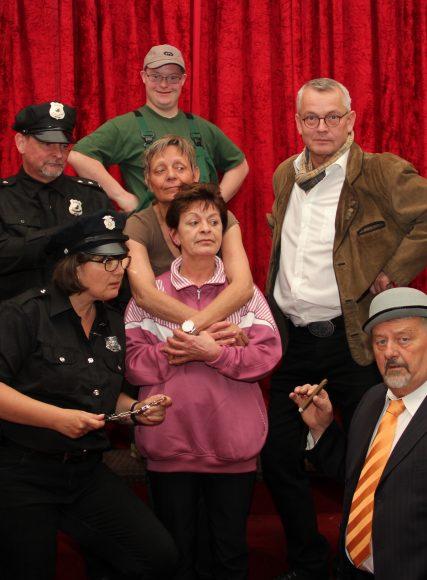 """Theater im Glien zeigt eine Komödie um Lebenslügen und andere Unwahrheiten von Norbert Franck: """"Lauter krumme Dinger"""""""