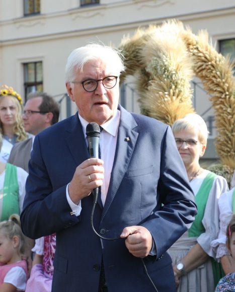 Erntedank in Ribbeck: Übergabe einer Erntekrone an Bundespräsident Steinmeier!