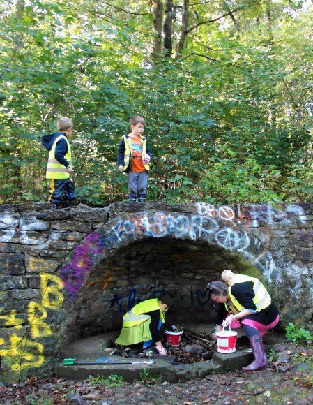 Angehende Umweltdetektive ermitteln im Nauener Stadtpark