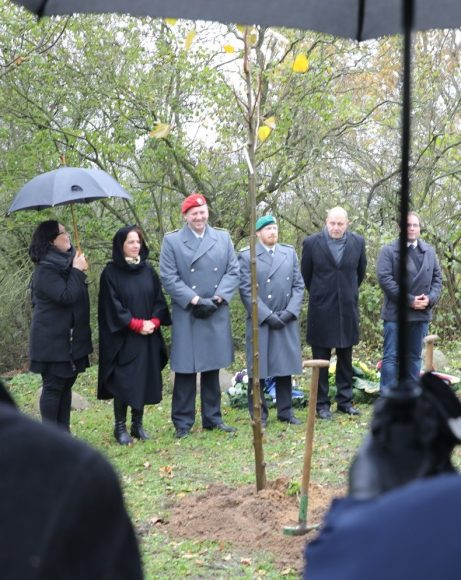 Zum Volkstrauertag: Gedenken am  Kriegerdenkmal in Klein Behnitz!