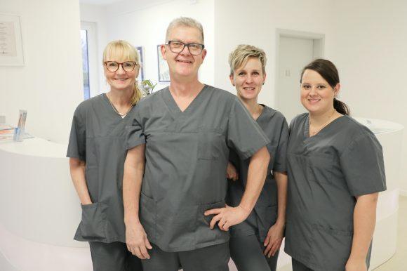 Zähne zeigen: Dr. Burkhard Schürer ist Zahnarzt in Falkensee!