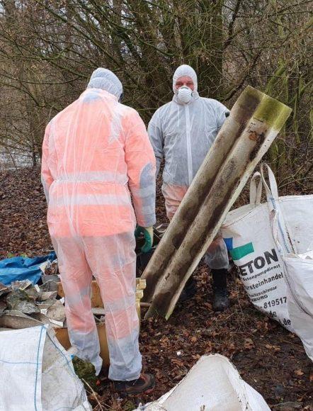 Brieselang: Bauhof sammelt rund sieben Tonnen illegal entsorgten Müll ein
