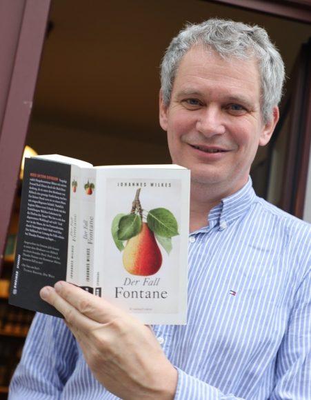 "Mord in Ribbeck: Dr. Johannes Wilkes las aus seinem Roman ""Der Fall Fontane"""