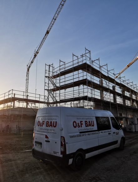 3- Feldsporthalle in Elstal wächst