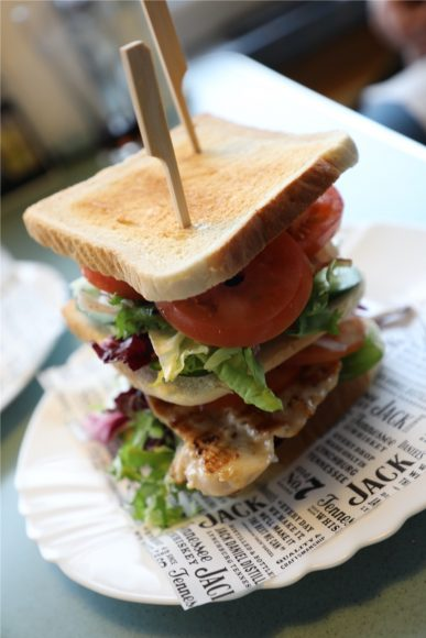 Im Cruise-In Diner in Spandau: Burger & Shakes  wie in einem echten  American Diner!
