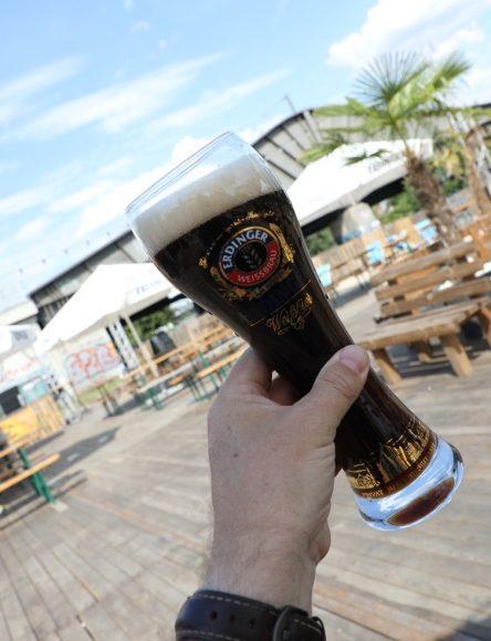 Sommer Sonne Havel Biergarten in Spandau: Biergarten mit Sandstrand und abendlicher Beleuchtung!