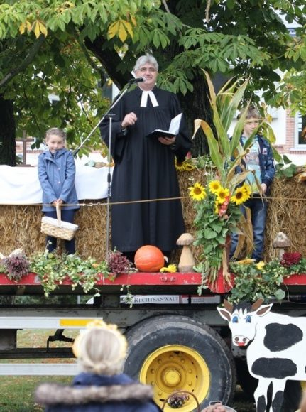 Ribbeck: Landwirte feiern Outdoor-Erntedankgottesdienst!