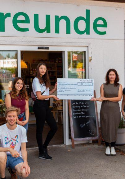 Mehrwertsteuersenkung geht ans Jugendforum: Biofreunde spenden dem Jugendforum 622 EUR