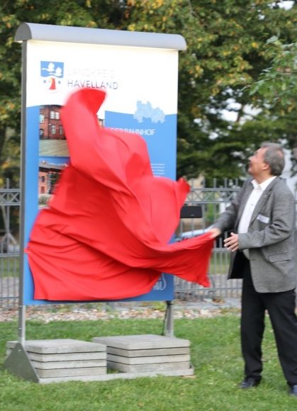 30 Jahre Einheit: Großer Festakt auf Schloss Ribbeck!