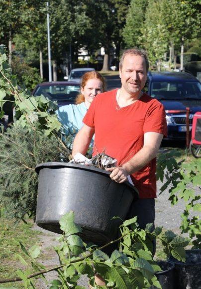 Einheitsbuddeln 2020: Neue Bäumchen für den Falkenseer Kinderstadtwald!