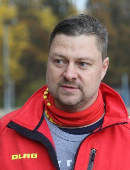 """Neues Rettungsboot für die DLRG am Nymphensee: Finanzministerin Katrin Lange tauft es auf den Namen """"Richard Römer 2"""""""
