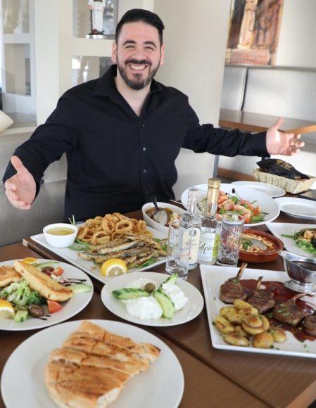 Jubelnde Griechen: Das Karyatis feiert in Falkensee bereits das 25-jährige Jubiläum!