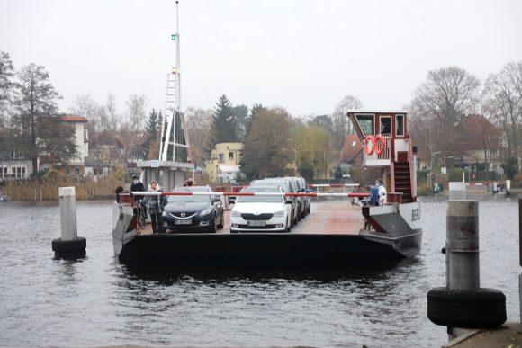 Fähre Burchardi: Mit der Fähre geht es alle 10 Minuten von Spandau nach Tegel!