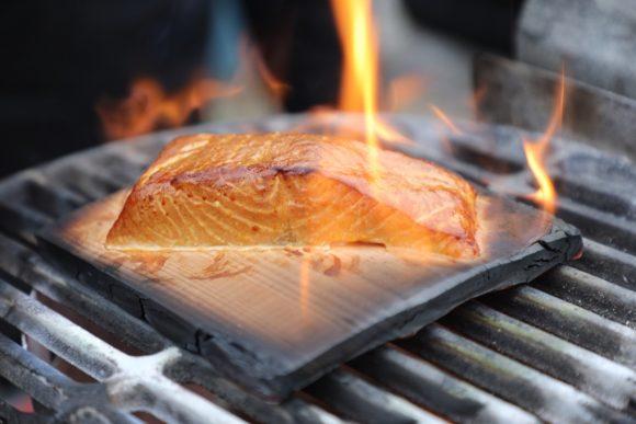 Live-Cooking im Garten: Fleisch-Sommelier Josh Jabs und Sohn Christopher grillen Steaks im Garten der Kunden!