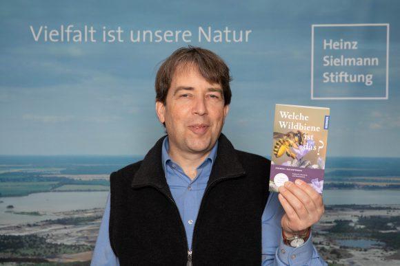 """Hannes Petrischak: """"Welche Wildbiene ist das?"""" – 100 Wildbienenarten in Nahaufnahme im neuen KOSMOS-Naturführer"""