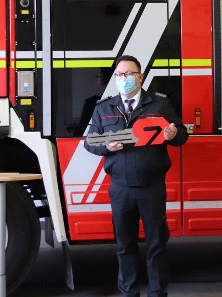 Offizielle Schlüsselübergabe für das neue Tanklöschfahrzeug für die Feuerwehr Falkensee