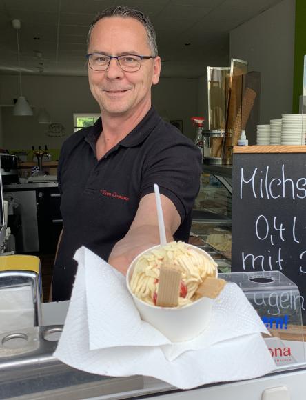Beim Eismann in Dallgow-Döberitz: Holger Jagodzinski versorgt seine Kunden  in 3. Generation!