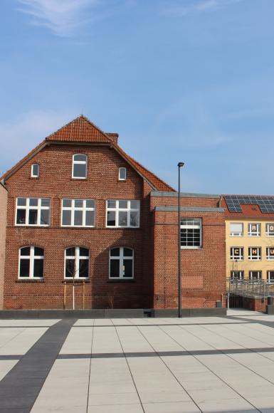 Sich am Samstag in Falkensee testen lassen? Ein mobiles Testzentrum auf dem Campusplatz macht es möglich