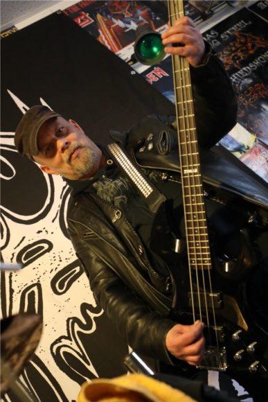 """Falkensee & Schönwalde-Glien: Die Black Metal Band """"Maggots"""" liebt es schwarz & düster!"""