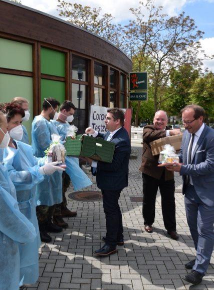 Würdigung und Dankeschön für den Einsatz – In Nauen schließt erstes Corona-Testzentrum im Stadtbad