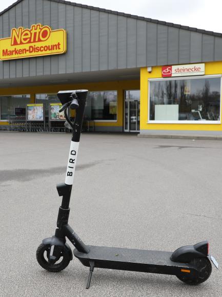 E-Scooter fahren: Viele parken direkt vor Falkensees Stadtgrenze!